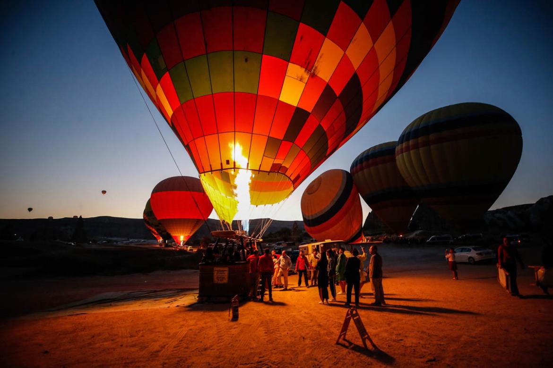 Ảnh bay khinh khí cầu buổi sớm ở Cappadocia