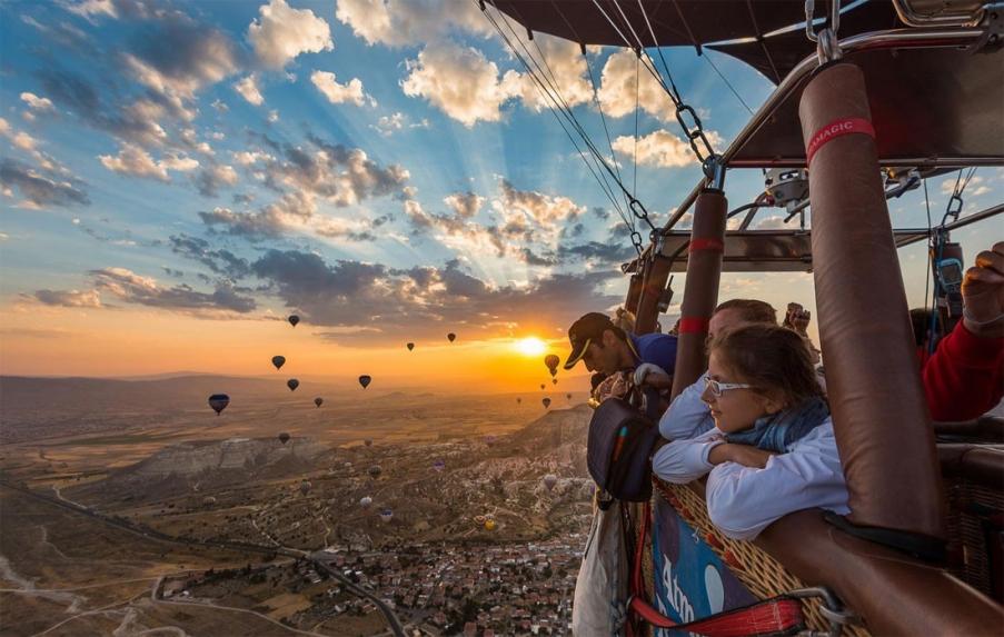 Ảnh bay khinh khí cầu ngắm nhìn Cappadocia từ trên cao