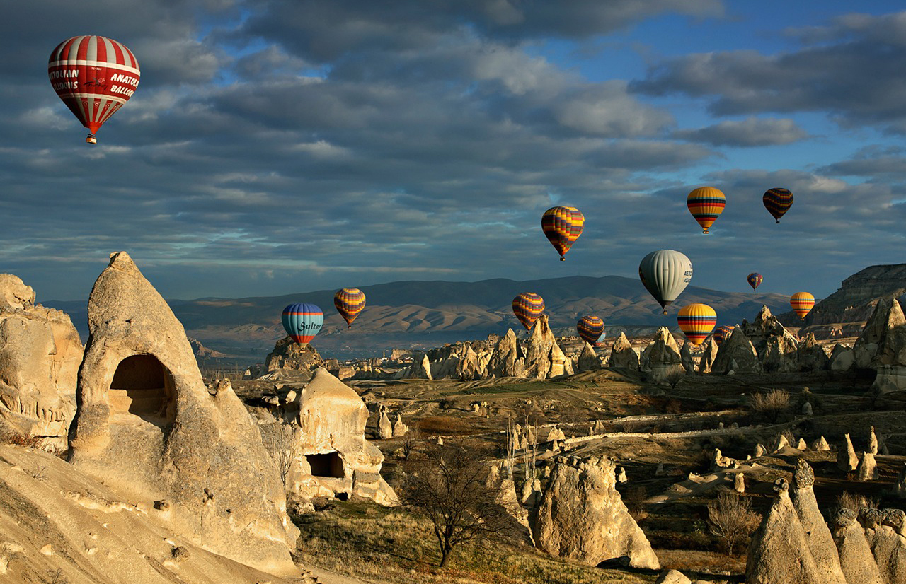 Ảnh khinh khí cầu bay trên bầu trời Thổ Nhĩ Kỳ cực đẹp