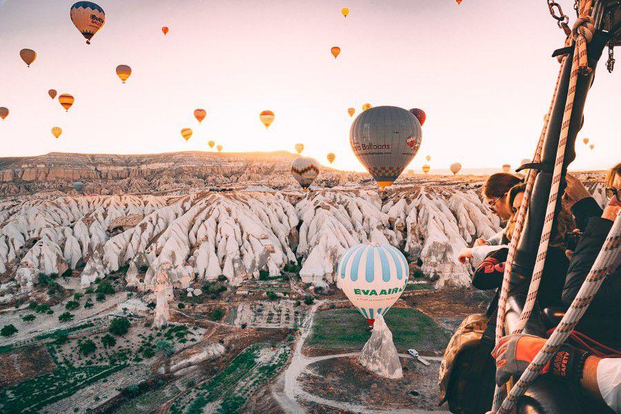 Ảnh ngắm vẻ đẹp Cappadocia trên khinh khí cầu