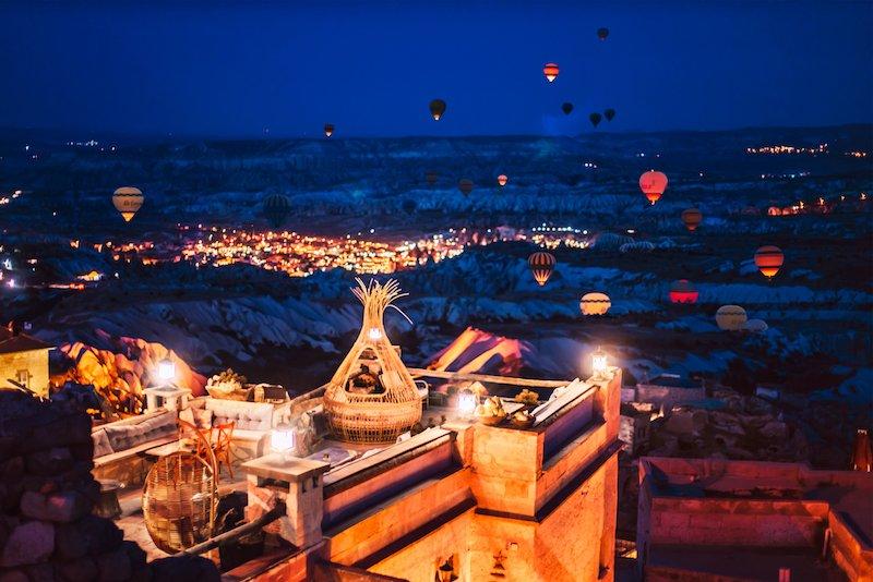 Hình ảnh khinh khí cầu ban đêm
