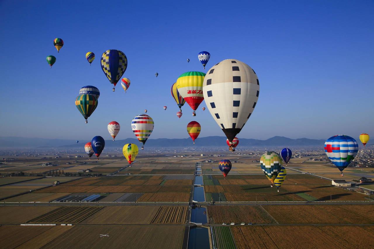Hình ảnh khinh khí cầu bay trên bầu trời đẹp và ấn tượng nhất