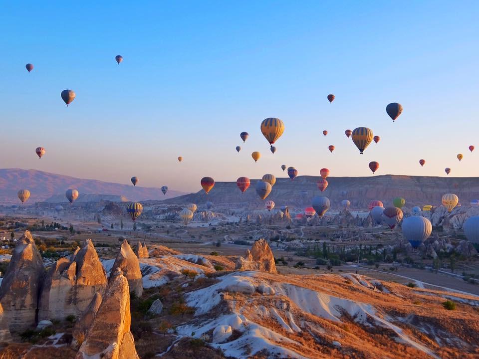 Hình ảnh khinh khí cầu bay trên khu vực Cappadocia Thổ Nhĩ Kỳ