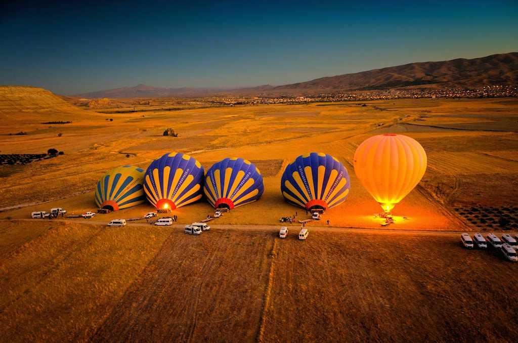 Hình ảnh khinh khí cầu lúc hạ cánh
