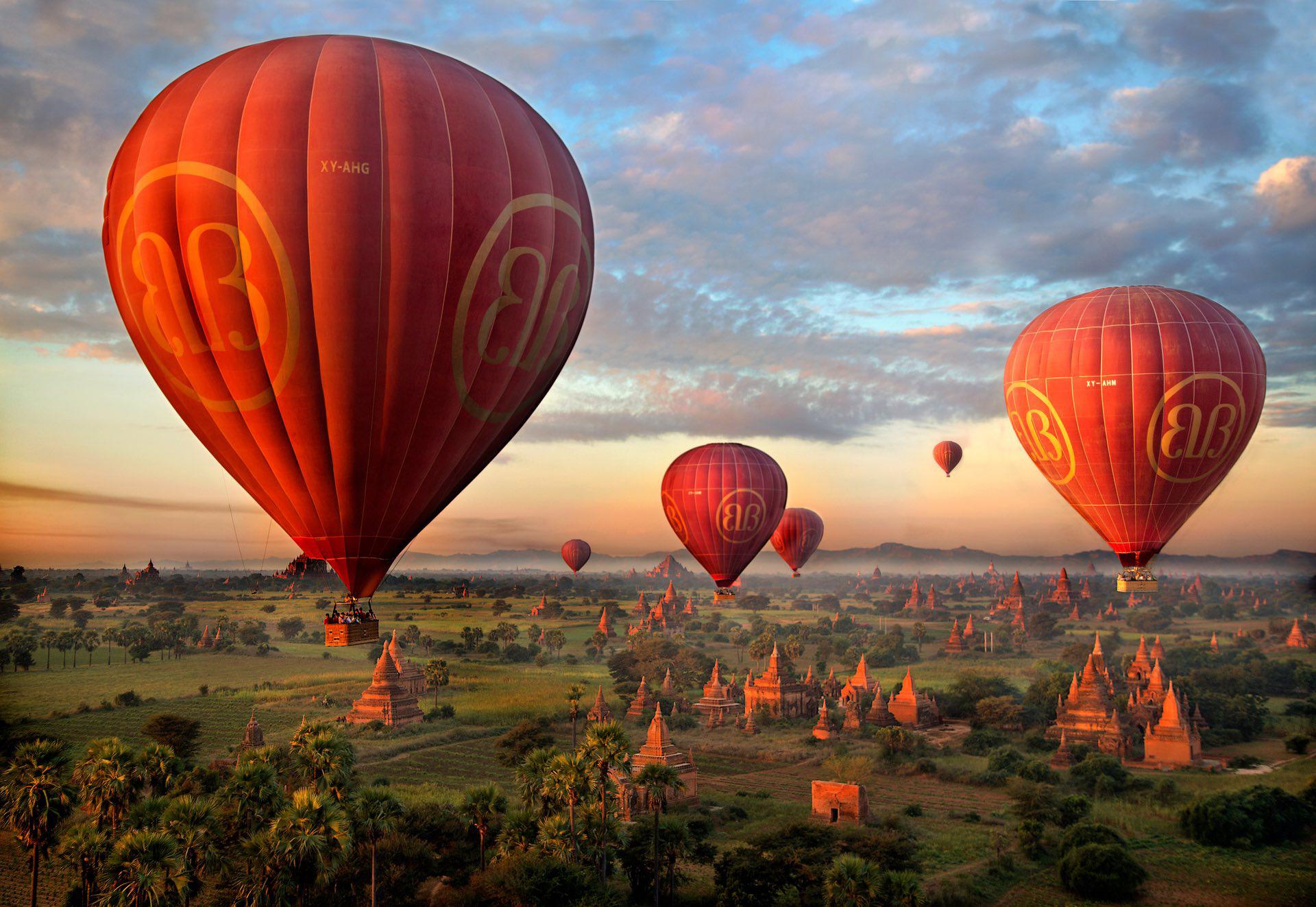 Hình ảnh khinh khí cầu tại cố đô Bagan Myanmar