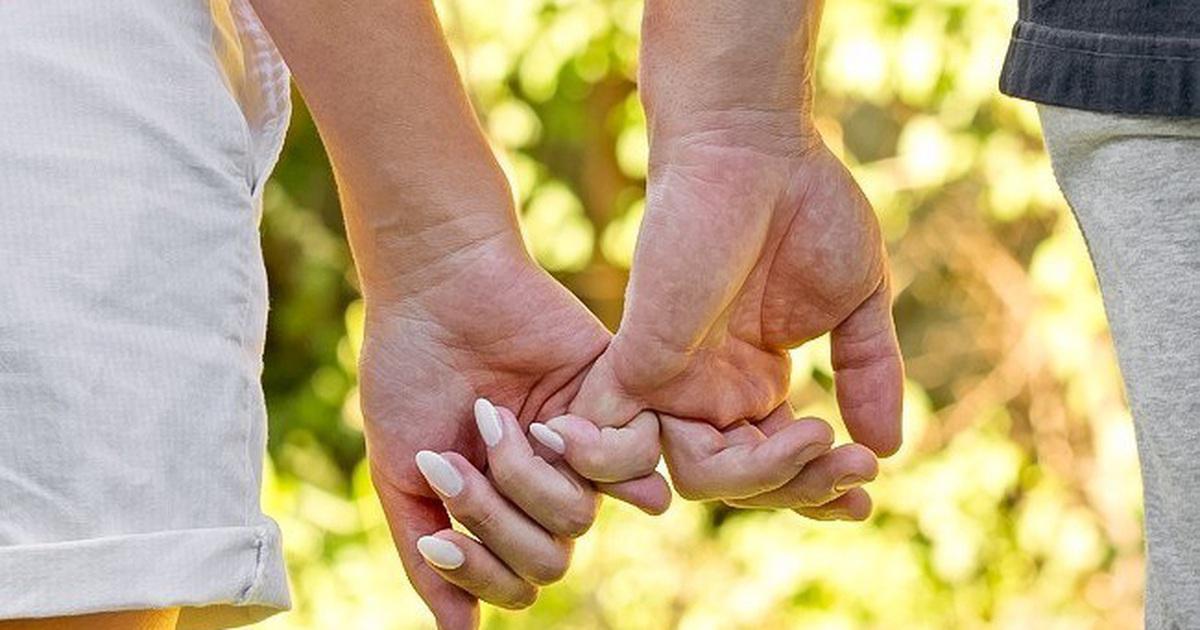 Ảnh nắm tay gia đình