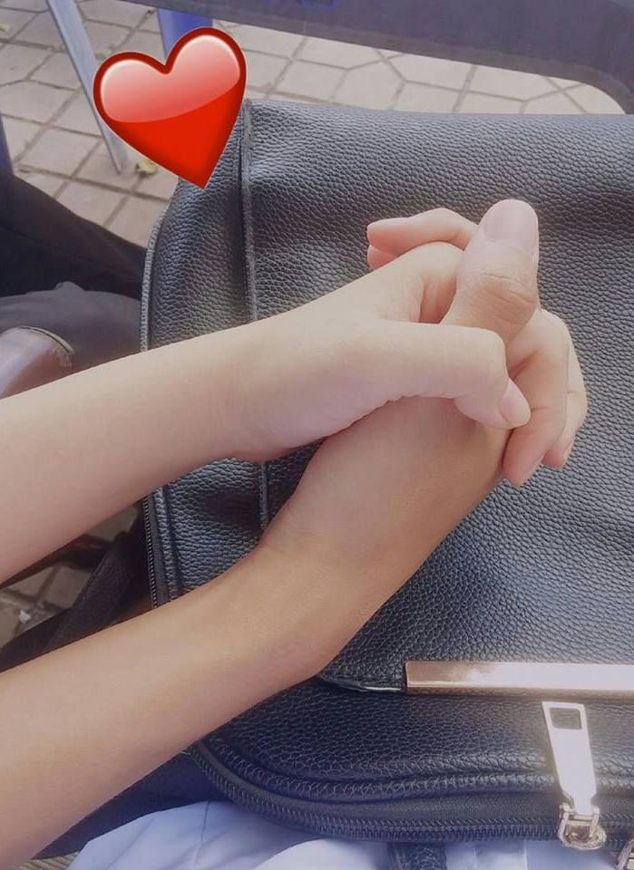 Ảnh nắm tay nhau