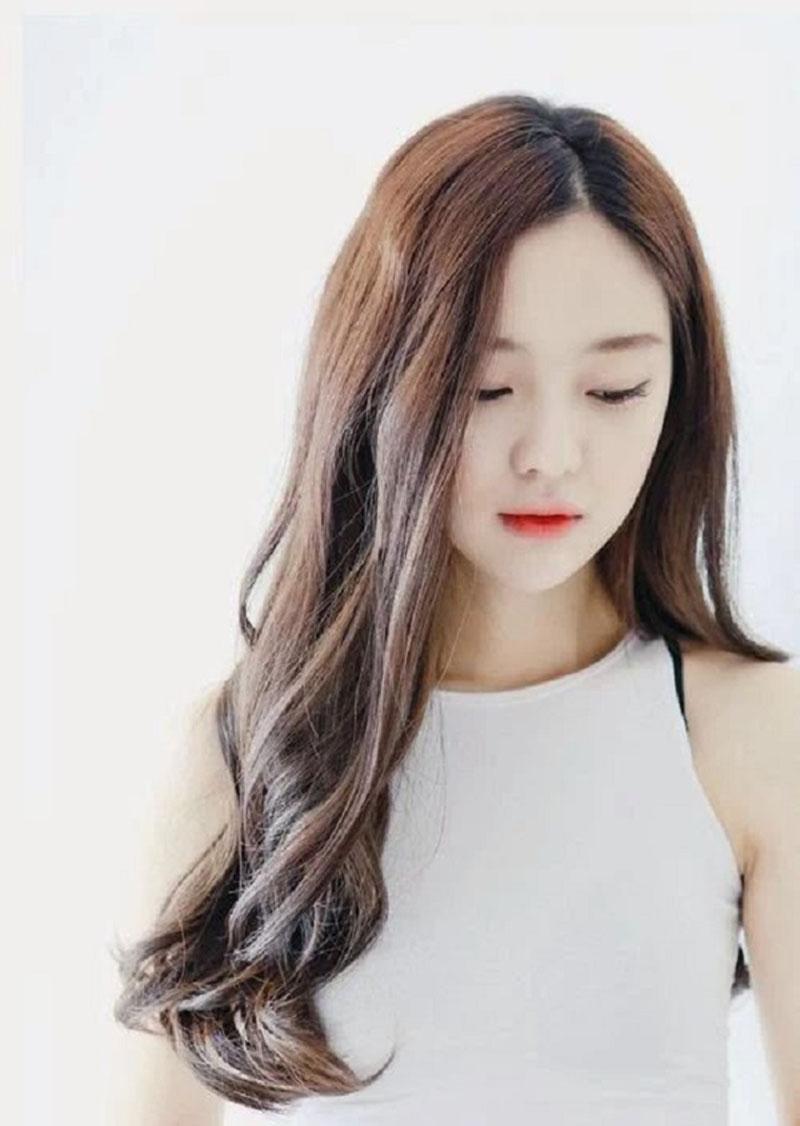Hình ảnh kiểu tóc dài uốn xoăn đuôi đẹp