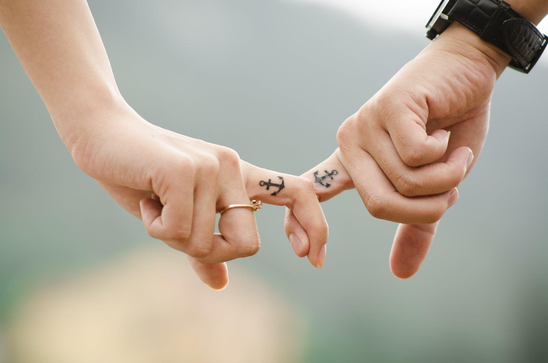 Hình ảnh nắm tay crush