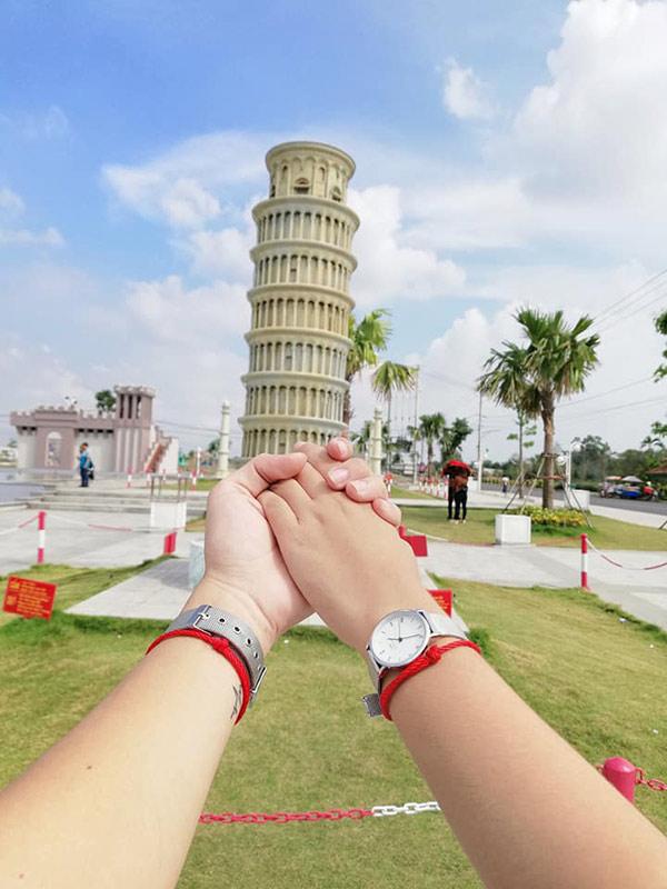 Hình ảnh nắm tay đẹp nhất của cặp đôi