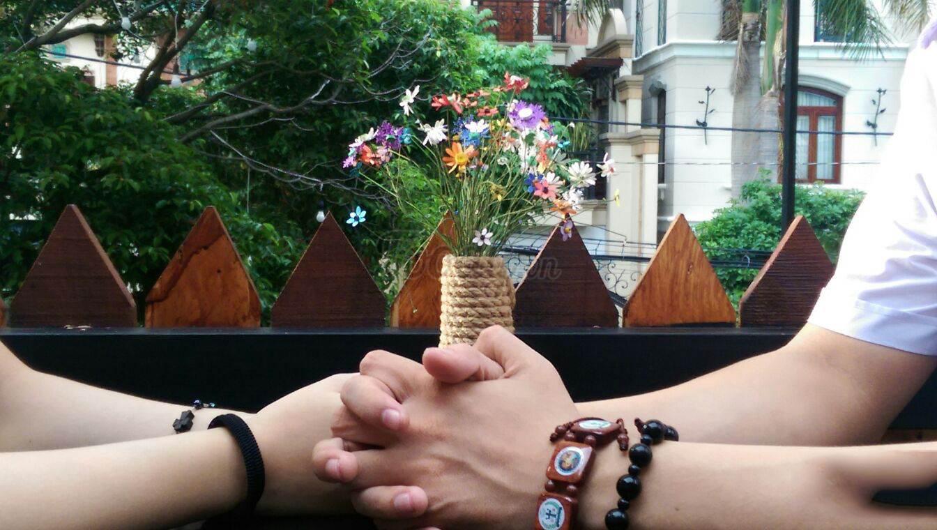 Hình ảnh nắm tay khi yêu
