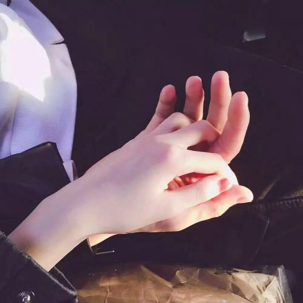 Hình ảnh nắm tay lãng mạn nhất