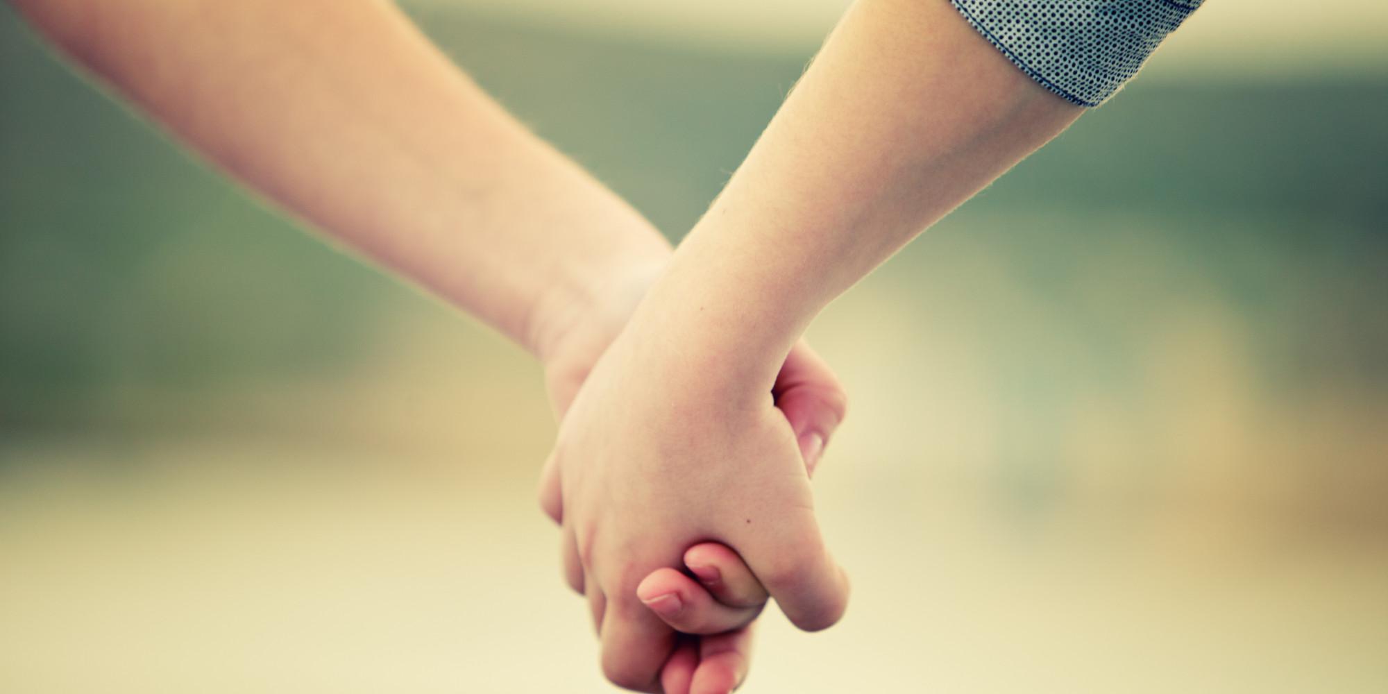 Hình ảnh nắm tay nhau hạnh phúc đẹp nhất