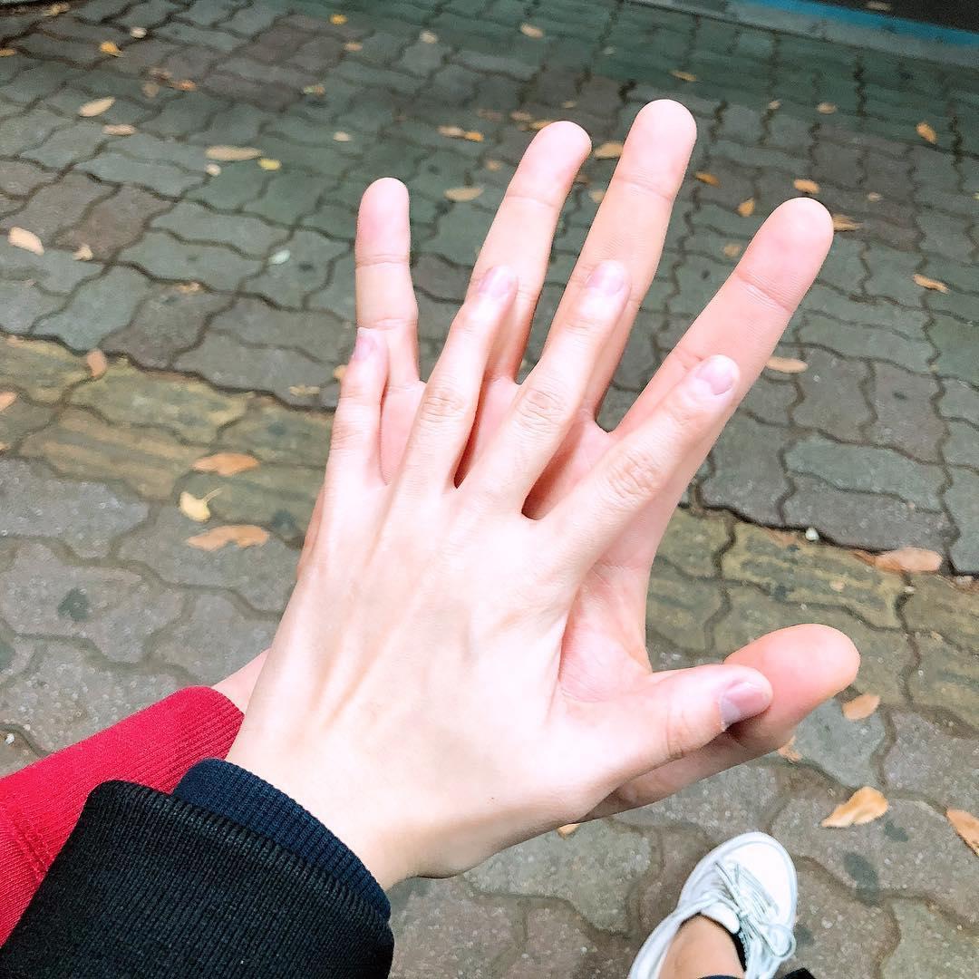 Hình ảnh nắm tay nhau