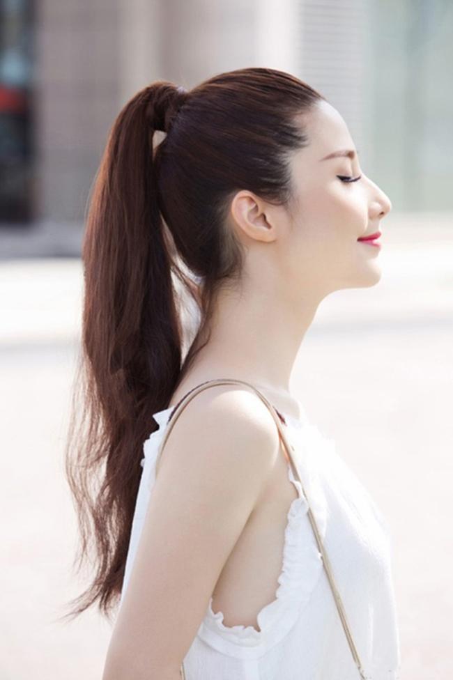 Kiểu buộc tóc cao đơn giản nhất
