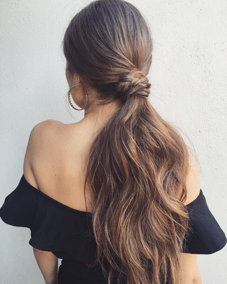 Kiểu buộc tóc dài đơn giản nhất