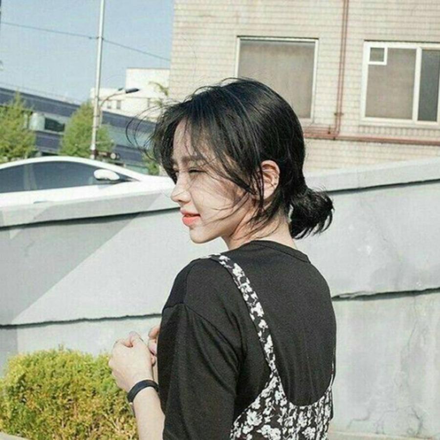 Kiểu buộc tóc đẹp cho nữ mặt tròn