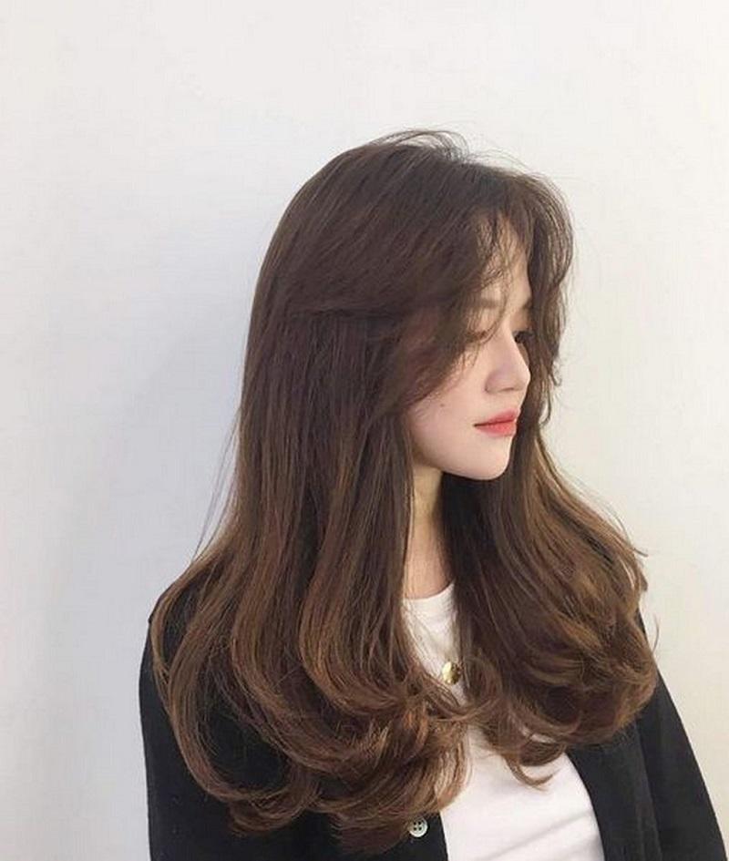 Kiểu tóc dài uốn đuôi cho mặt tròn
