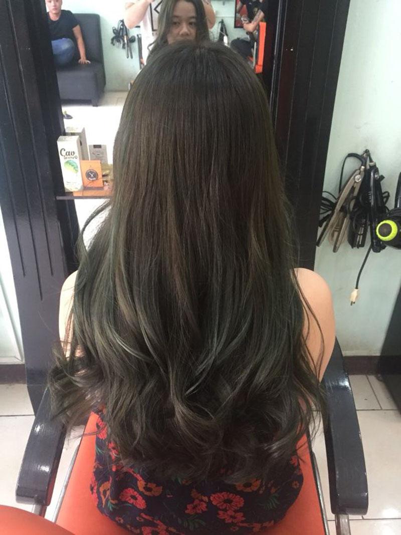 Kiểu tóc dài uốn đuôi mái thưa