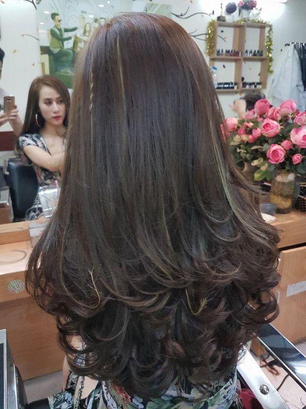 Kiểu tóc dài uốn đuôi nhẹ đẹp