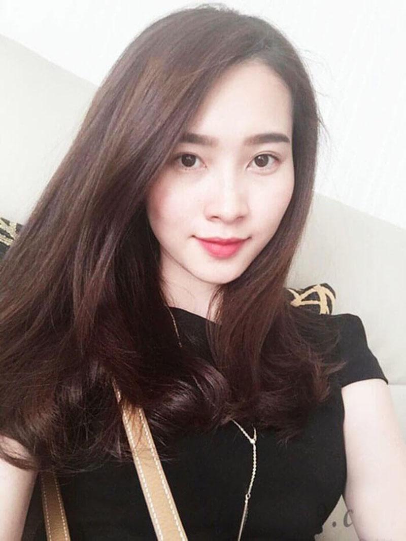 Kiểu tóc dài uốn đuôi nhẹ