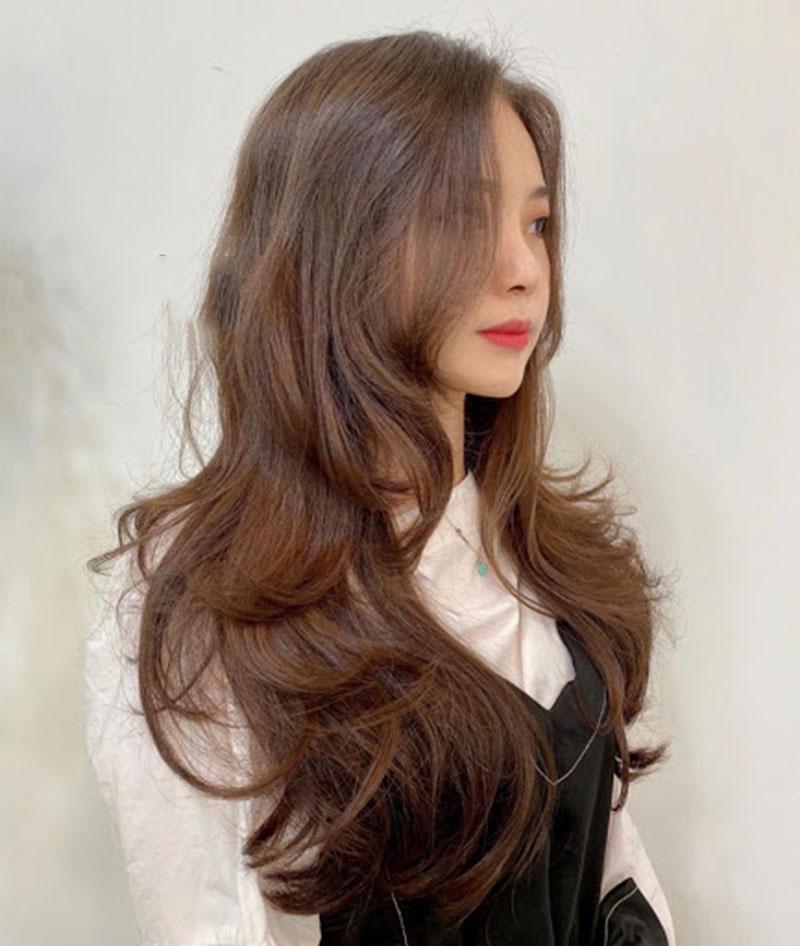Kiểu tóc dài uốn phồng cúp đuôi đẹp