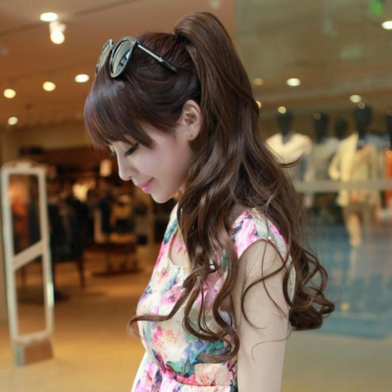 Kiểu tóc dài uốn xoăn đuôi buộc đẹp nhất