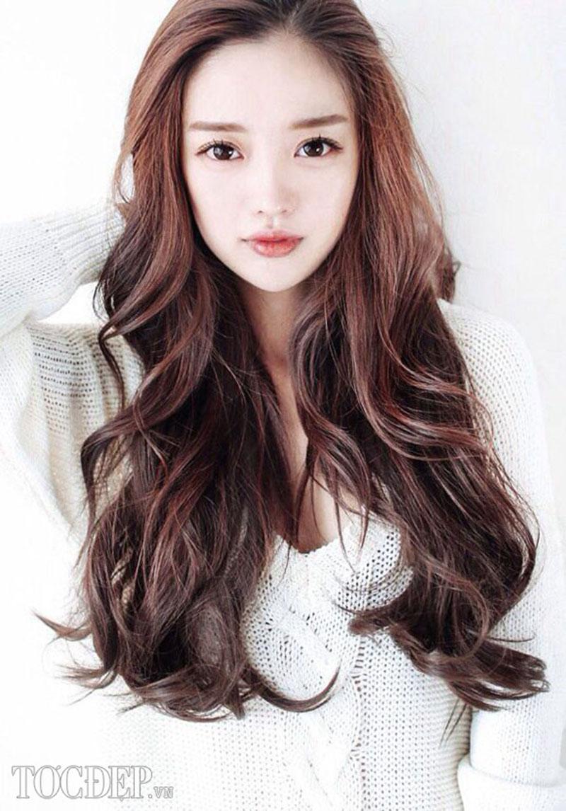 Kiểu tóc dài uốn xoăn đuôi đẹp nhất