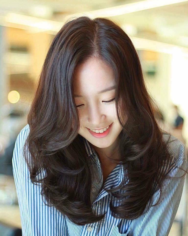 Kiểu tóc dài uốn xoăn đuôi đẹp