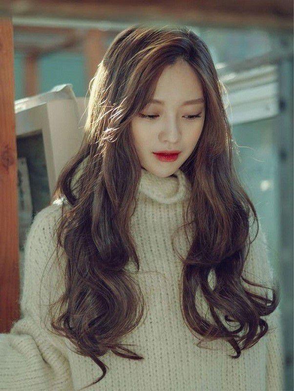 Kiểu tóc dài uốn xoăn đuôi nhẹ đẹp nhất