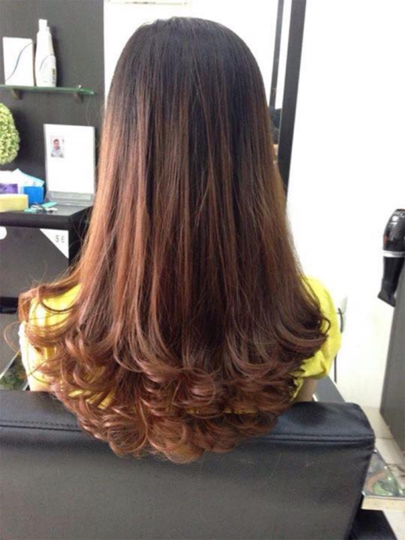 Kiểu tóc dài xoăn uốn lọn đuôi to đẹp