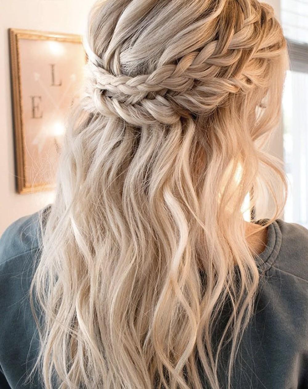 Kiểu tóc dự tiệc cưới đơn giản