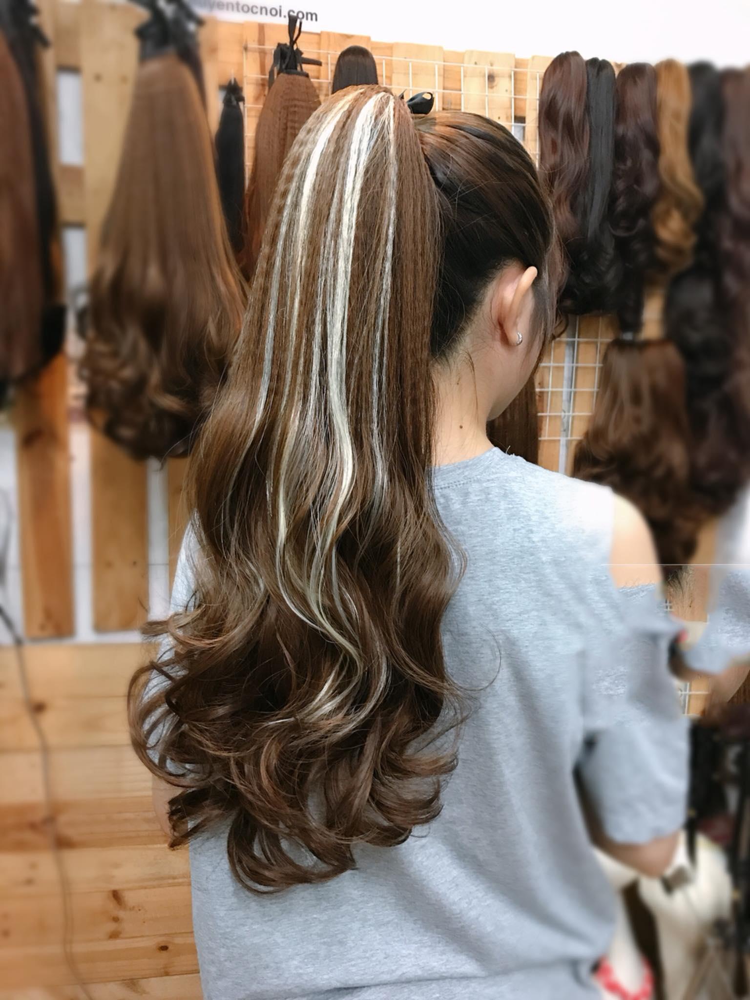 Kiểu tóc móc lai màu kim tuyến