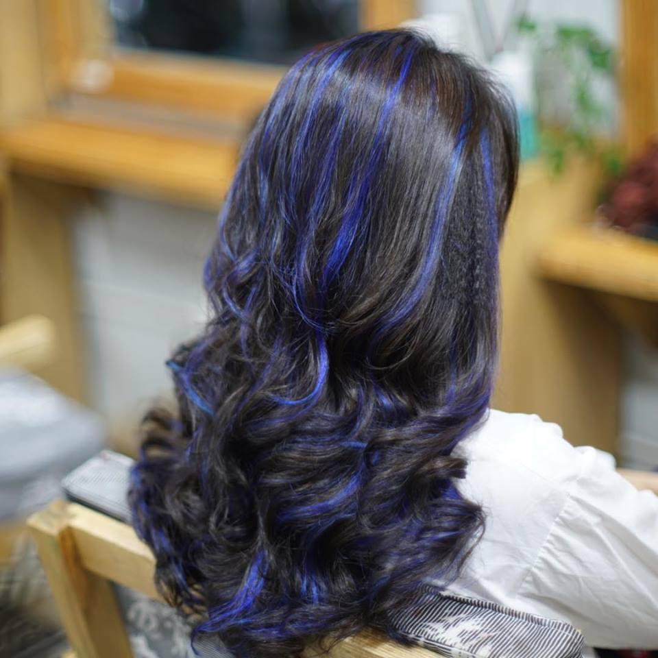 Kiểu tóc móc lai xanh dương đẹp
