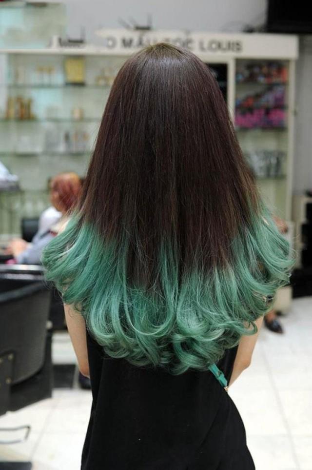 Kiểu tóc nhuộm đuôi màu xanh