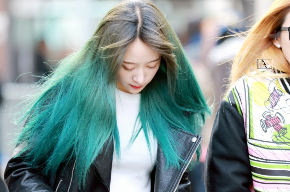 Kiểu tóc nhuộm màu xanh rêu đẹp