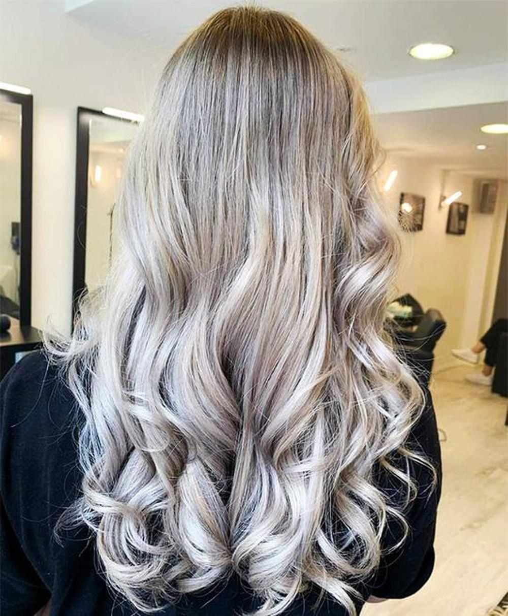 Kiểu tóc nhuộm xanh khói