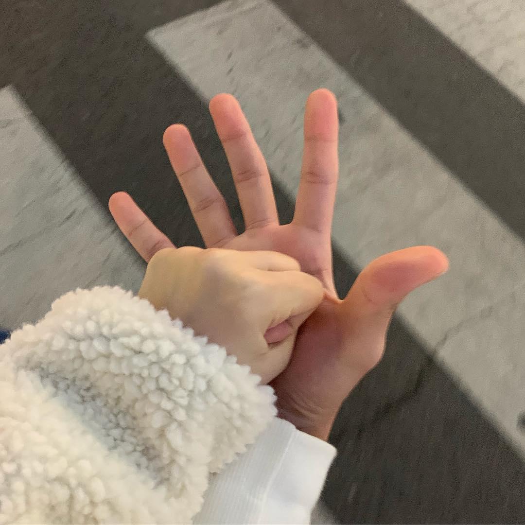 Nắm tay nhau hình ảnh đẹp nhất
